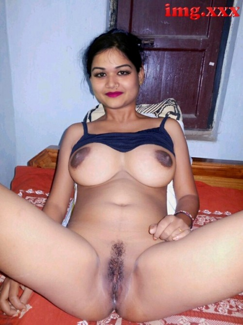 Indian Cute Randi Noopur Showing Her Pussy